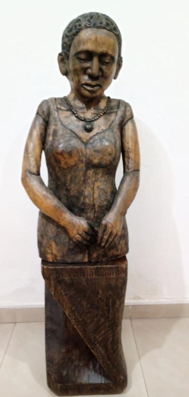Mujer cabizbaja